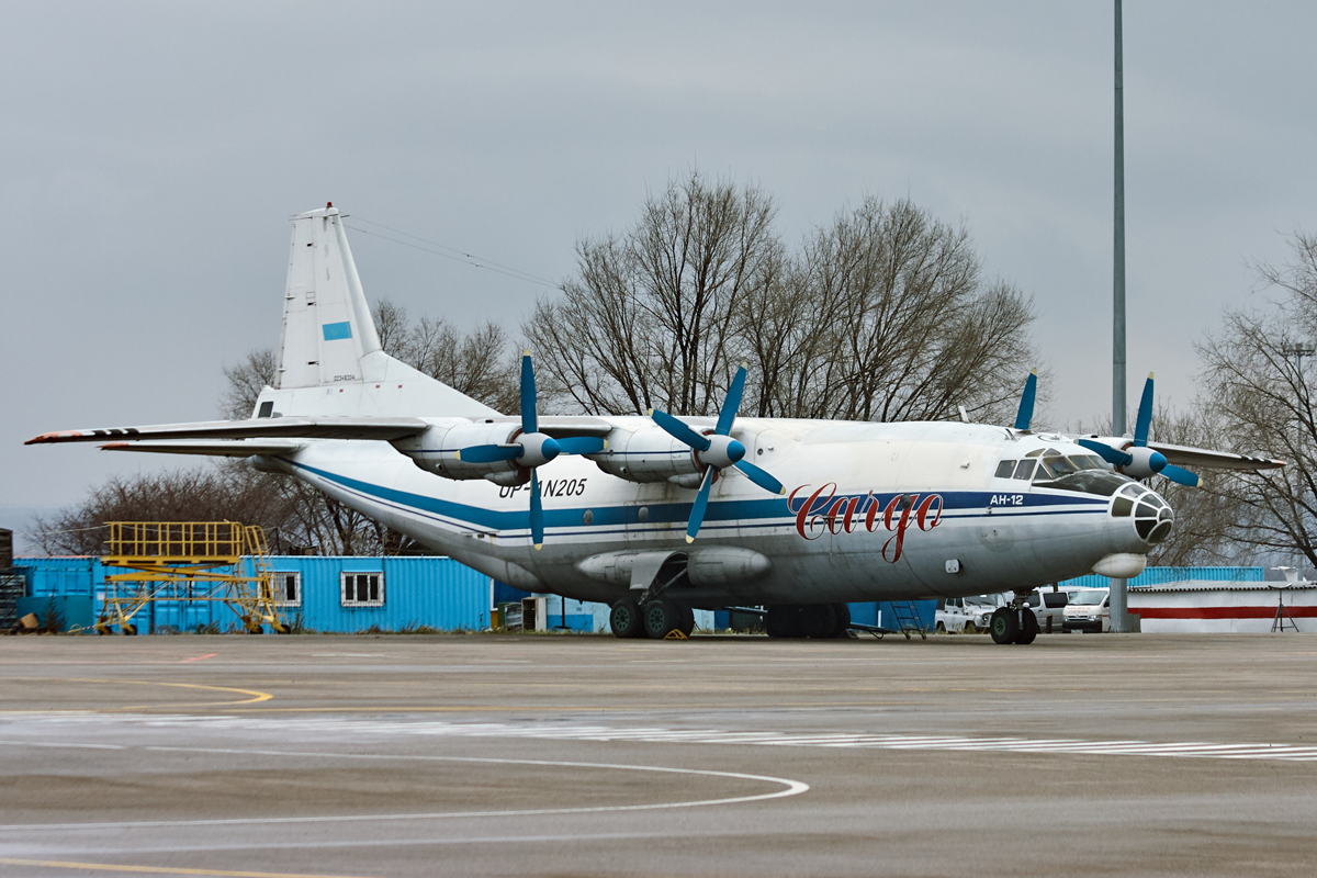 Antonov An-12, Ан-12, UP-AN205