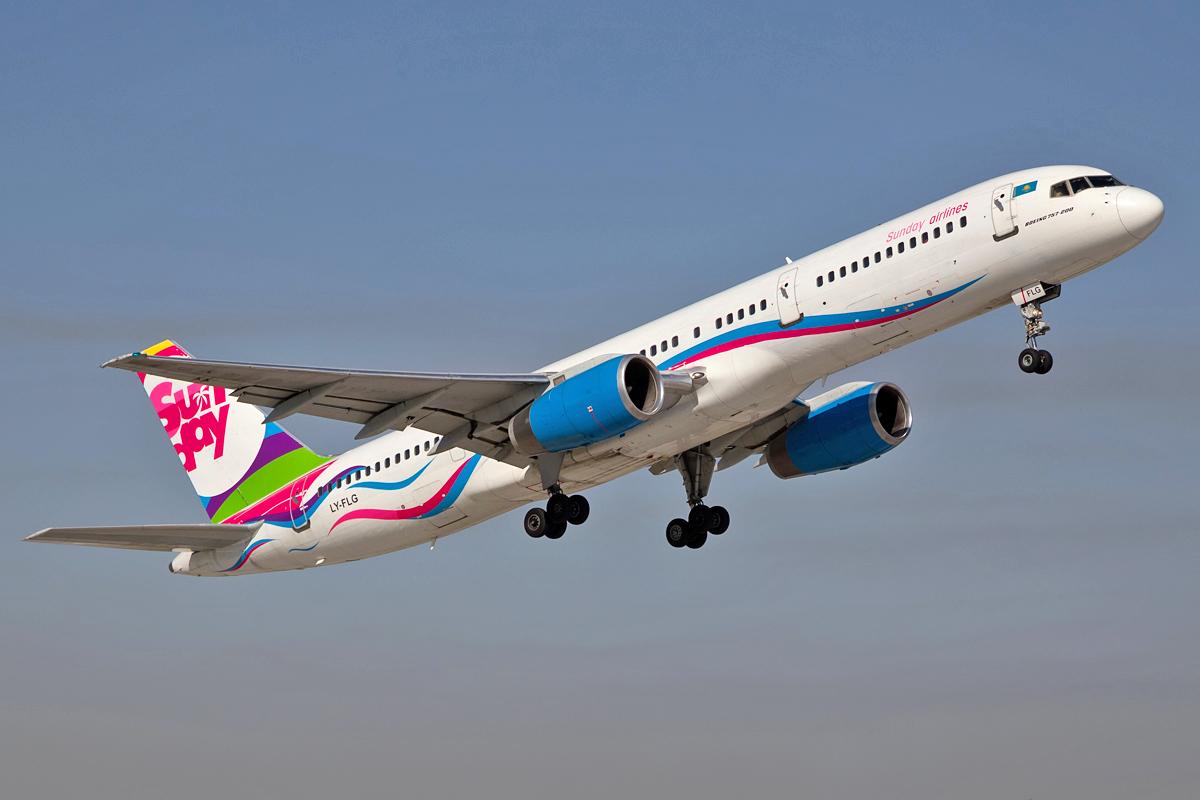 Boeing 757, LY-FLG
