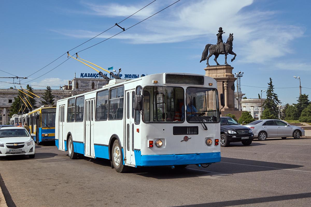 троллейбусы, ЗиУ-682Г-016 1033