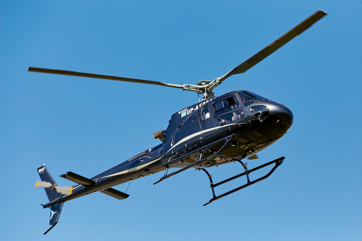 Eurocopter AS 350, UP-AS004